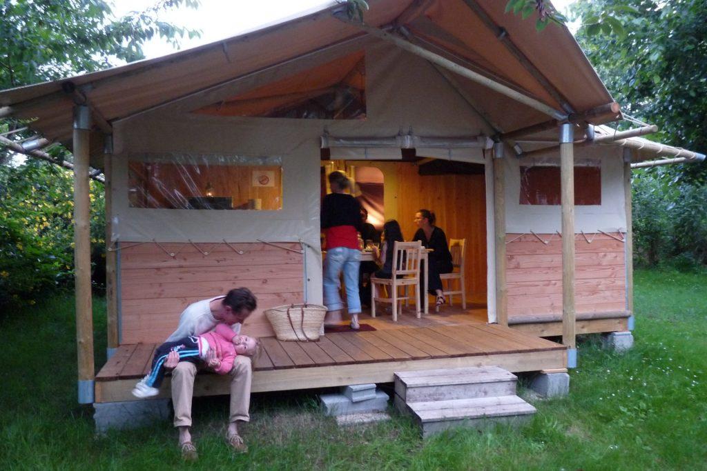 Camping Lac De Savenay : Page Location Authentique Ambiance Intérieure 04bis (2)