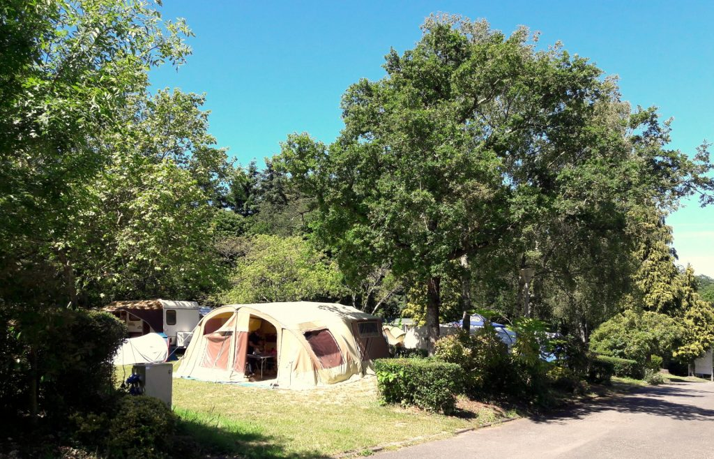 Camping Lac De Savenay : Page Emplacement Emplacement Camping Ombragé (3)